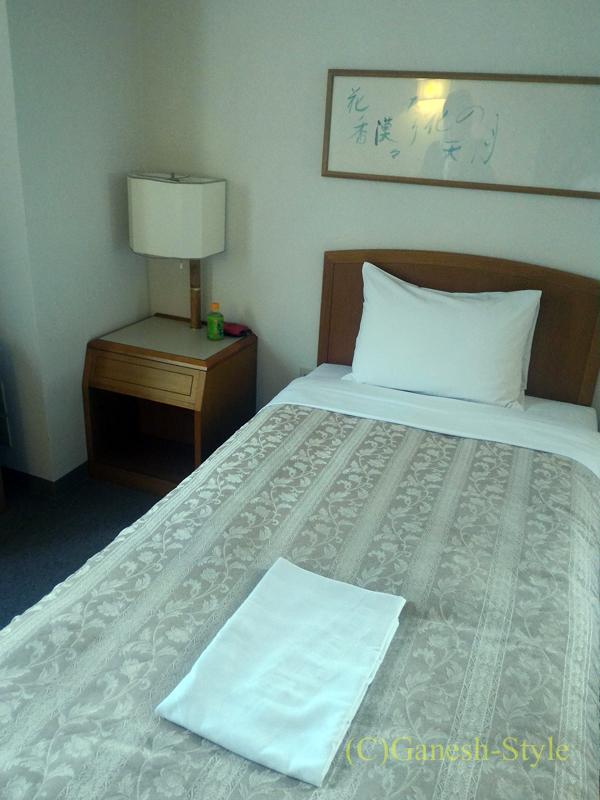 新潟市内中心部にあるホテルクラウンヒルズ新潟のベッド