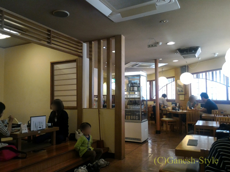 新潟県長岡にある有名なへぎそばの店長岡小嶋屋殿町本店の店内