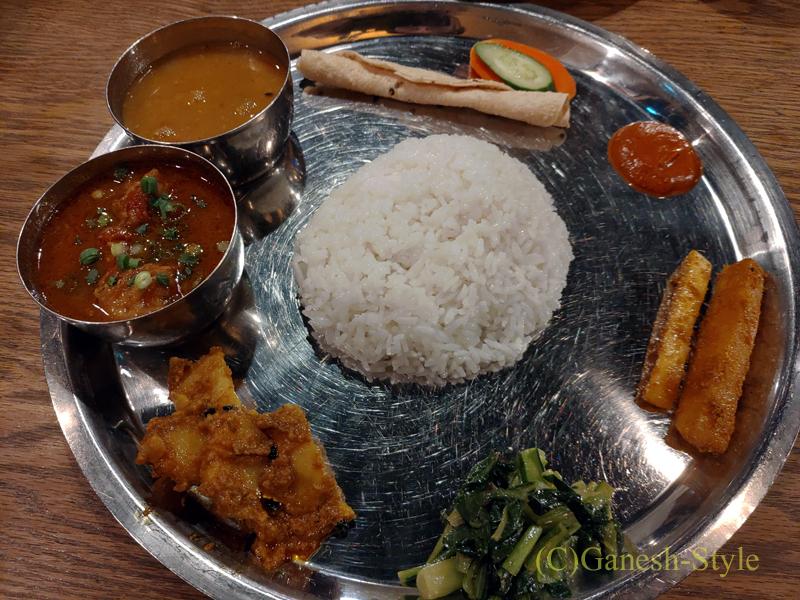 東京の大塚にあるネパール料理レストラン、カスタマンダップのタカリセット