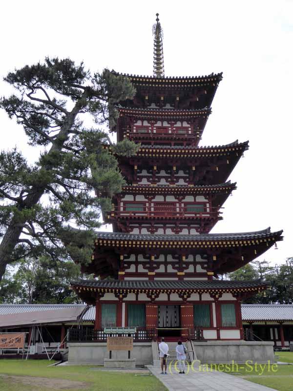 奈良旅行で最大の見どころのひとつ、薬師寺の金堂