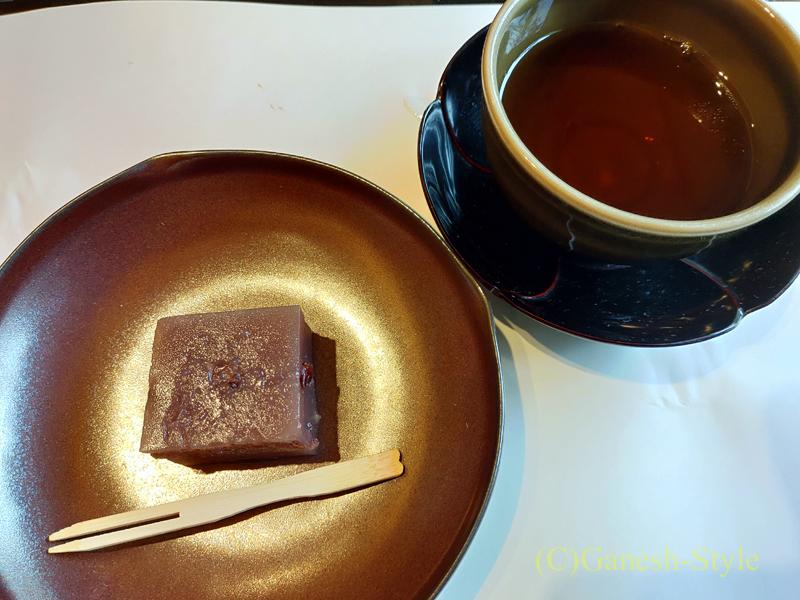 梅の花越谷レイクタウン店で出たデザートとお茶