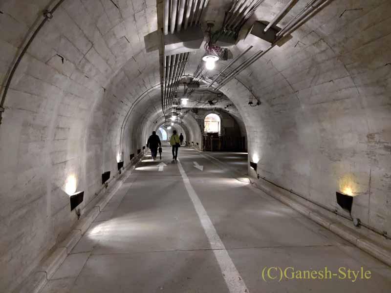 茨城県の奥久慈にある日本三名瀑のひとつ、袋田の滝のトンネル内部