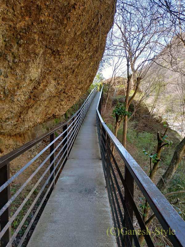 茨城県の奥久慈にある日本三名瀑のひとつ、袋田の滝の渓流散策コース