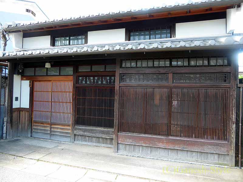奈良市内の歴史ある古い町屋が並ぶならまちの古い家