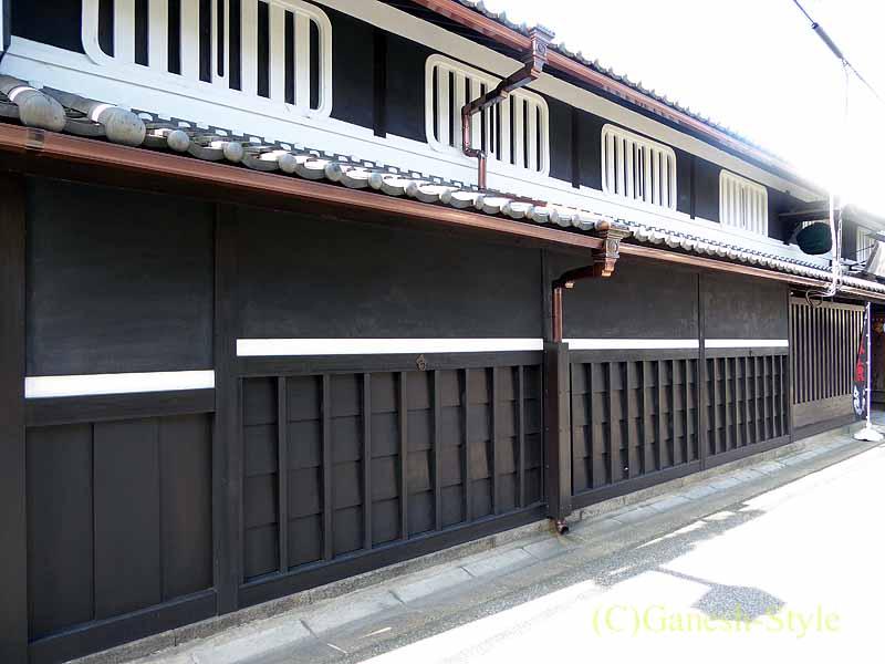 奈良市内の歴史ある古い町屋が並ぶならまちのリニューアルされた家