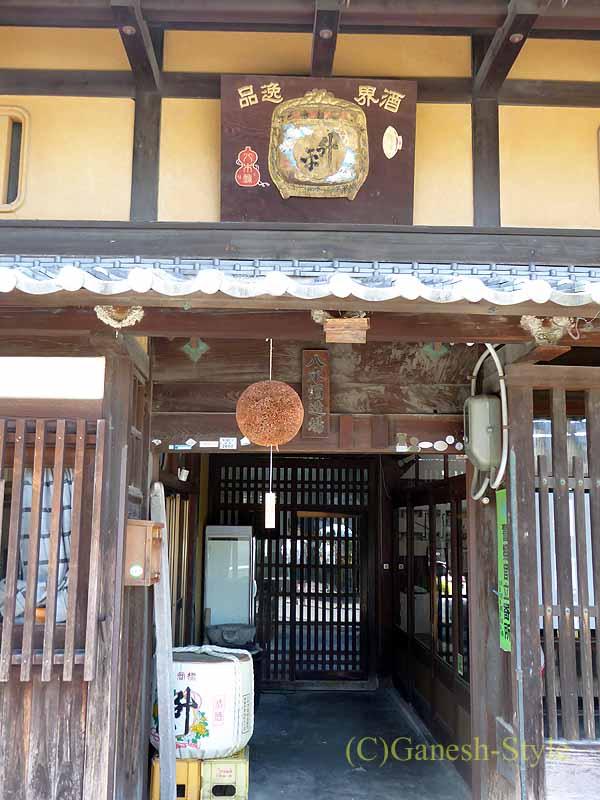 奈良市内の歴史ある古い町屋が並ぶならまちの酒屋