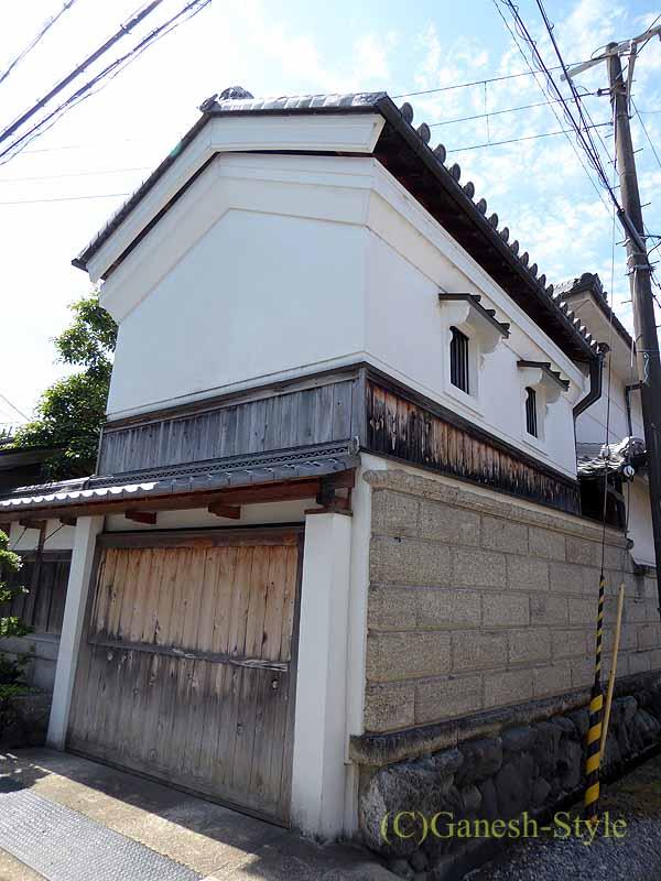 奈良市内の歴史ある古い町屋が並ぶならまちの蔵