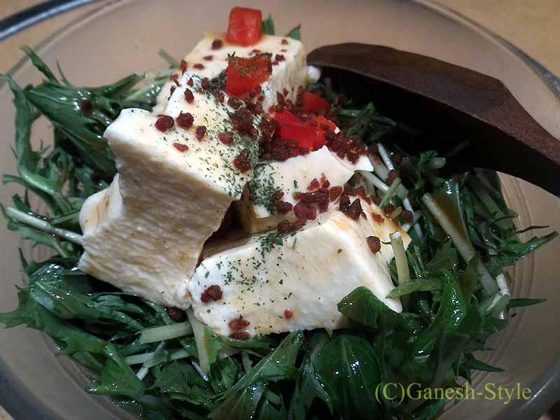 奈良にある大和肉鶏を堪能できる居酒屋やたがらすの手作り豆腐サラダ