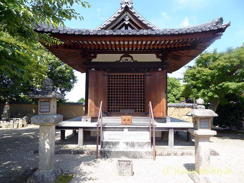 奈良市内にある747年創建の名刹、新薬師寺の地蔵堂