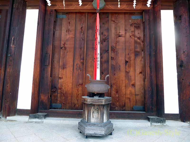 奈良市内にある747年創建の名刹、新薬師寺