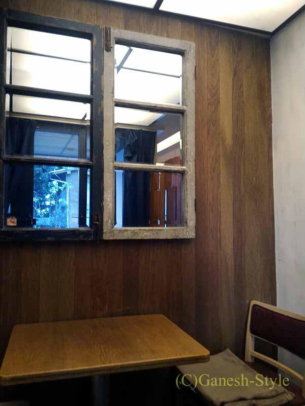 西麻布のイタリア料理レストラン、エンゾパステリアの席