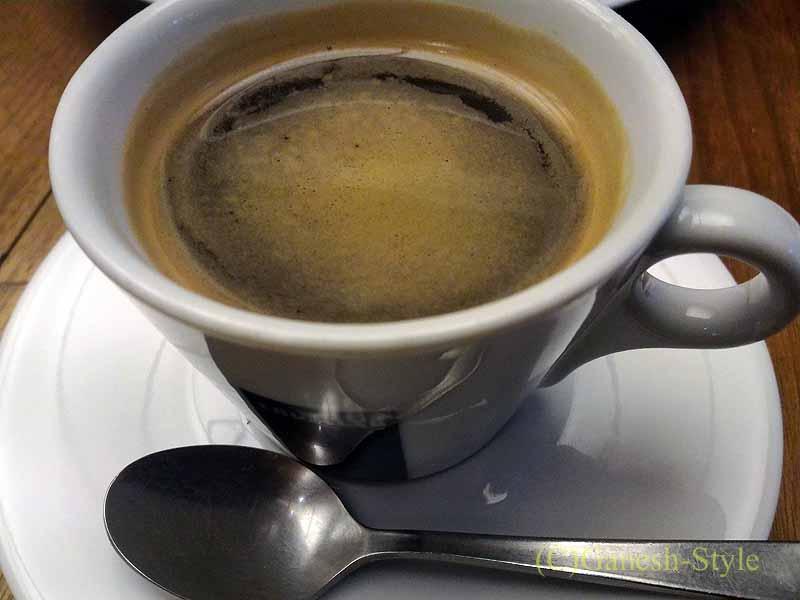 西麻布のイタリア料理レストラン、エンゾパステリアで出たコーヒー