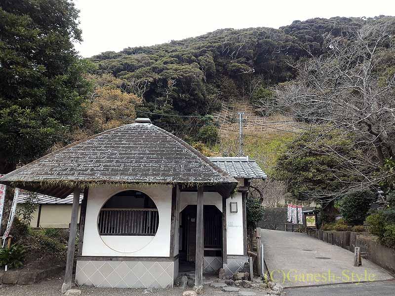 千葉県館山市にある西暦717年創建の名刹、那古寺のスロープ