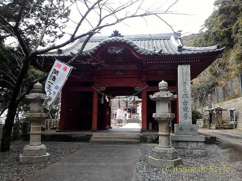 千葉県館山市にある西暦717年創建の名刹、那古寺の仁王門