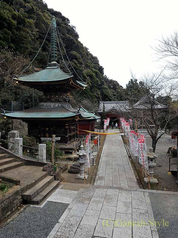 千葉県館山市にある西暦717年創建の名刹、那古寺の観音堂から見た風景