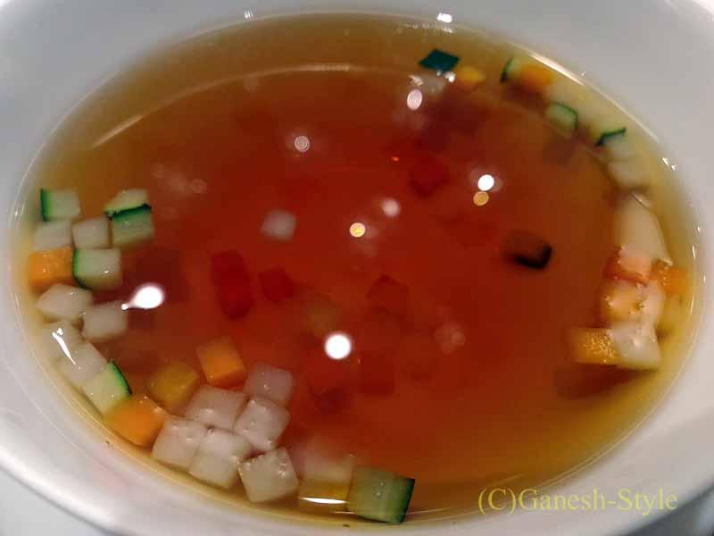 ホテルニューオータニ幕張で出たフランス料理コースのスープ
