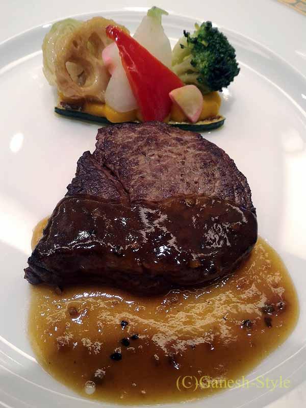 ホテルニューオータニ幕張で出たフランス料理コースの肉料理