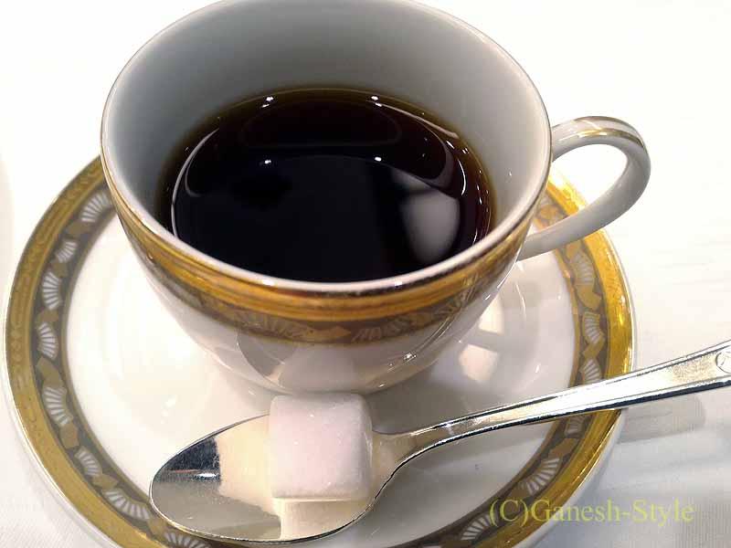 ホテルニューオータニ幕張で出たフランス料理コースのコーヒー