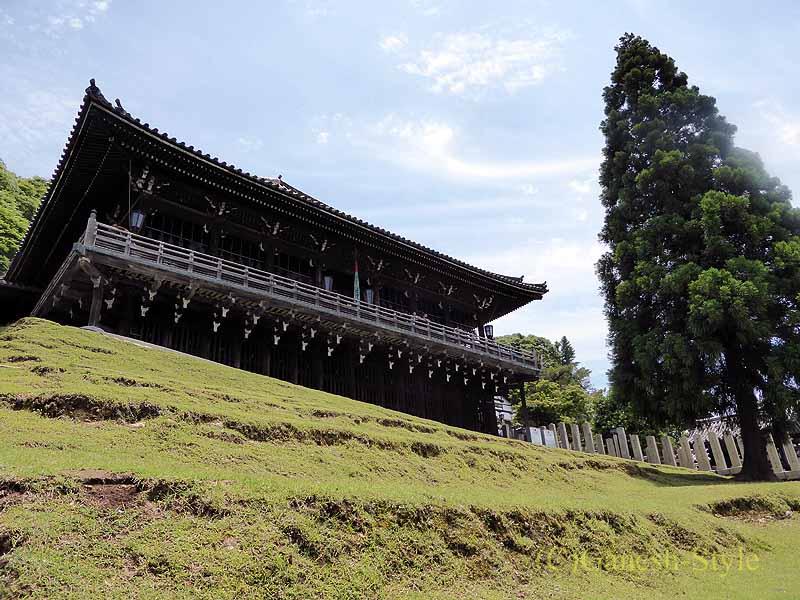 奈良市内の若草山のふもとにある東大寺の二月堂