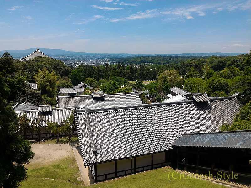 奈良市内の若草山のふもとにある東大寺の二月堂からの景観