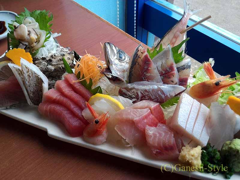 千葉県千倉町にあるすしと地魚料理の店、はな房の刺身盛り合わせ