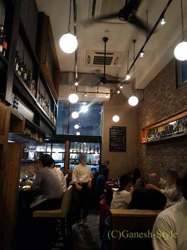 東京八丁堀の元酒屋がやってるビストロ、レトノの店内