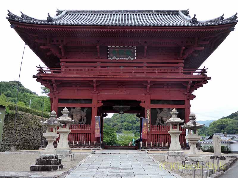 和歌山県紀の川市にある名刹、粉河寺の大門