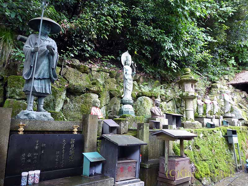 長岡京市にある名刹、柳谷観音(楊谷寺)の弘法大師(空海)像