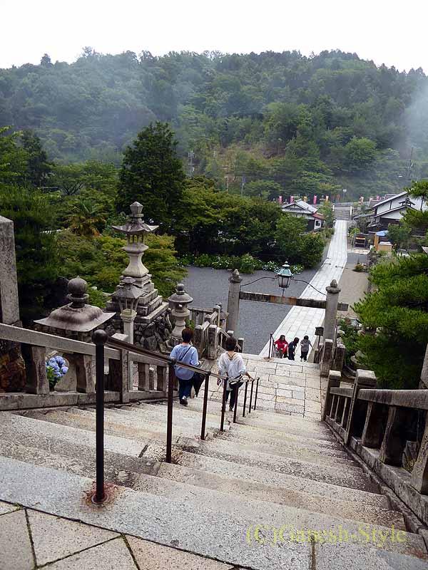 長岡京市にある眼病平癒祈願所として有名な柳谷観音の参道
