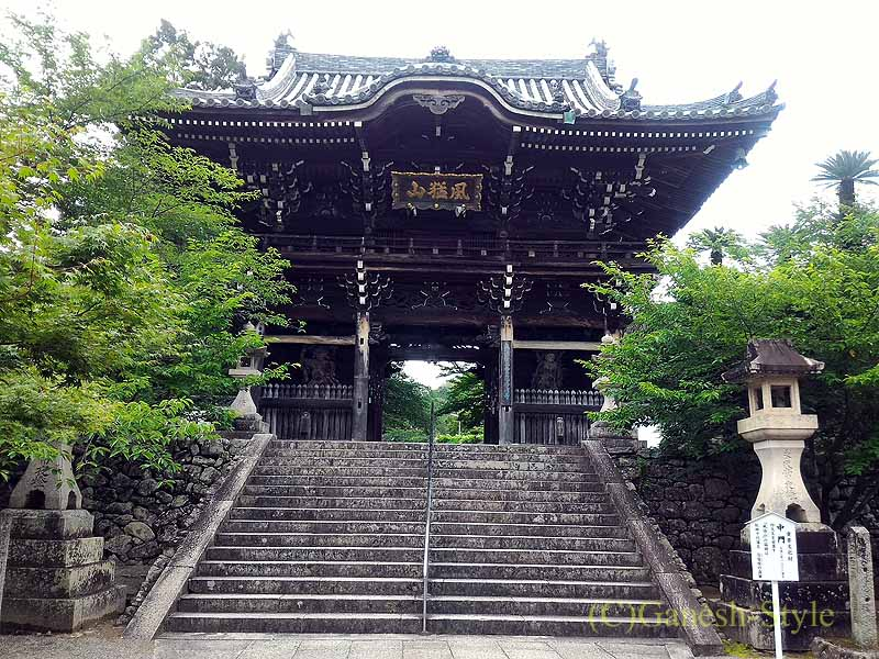和歌山県紀の川市にある名刹、粉河寺の童男堂