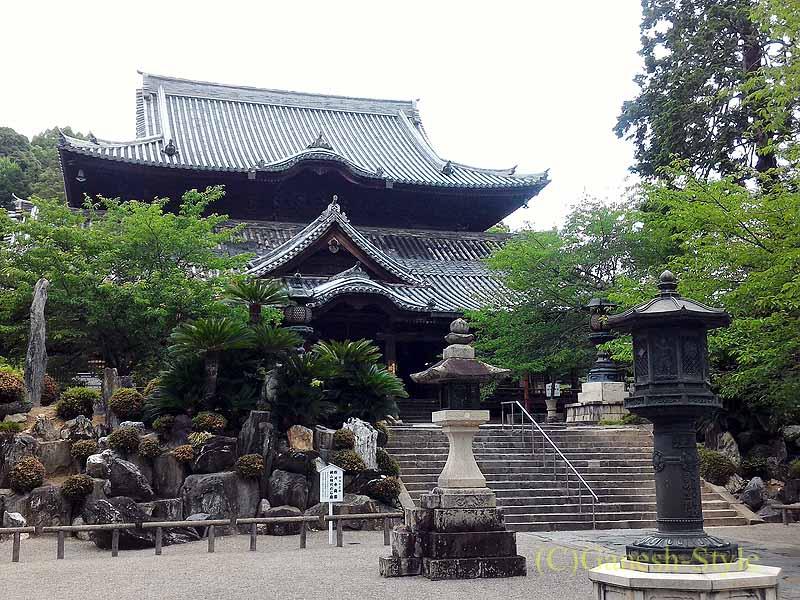 和歌山県紀の川市にある名刹、粉河寺の本堂概観