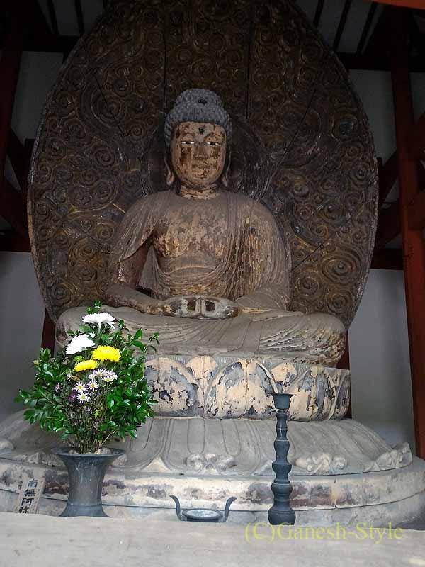和歌山県紀の川市にある名刹、粉河寺の本堂横の仏像
