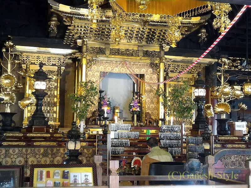 長岡京市にある名刹、柳谷観音(楊谷寺)の本堂内部