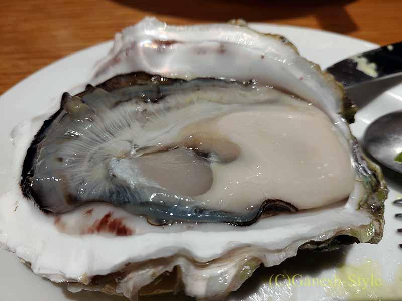 飯田橋にある牡蠣ビストロ貝殻荘の生牡蠣食べ比べ盛り合わせの牡蠣
