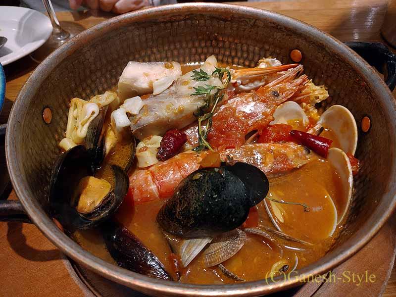 飯田橋にある牡蠣ビストロ貝殻荘のブイヤベース