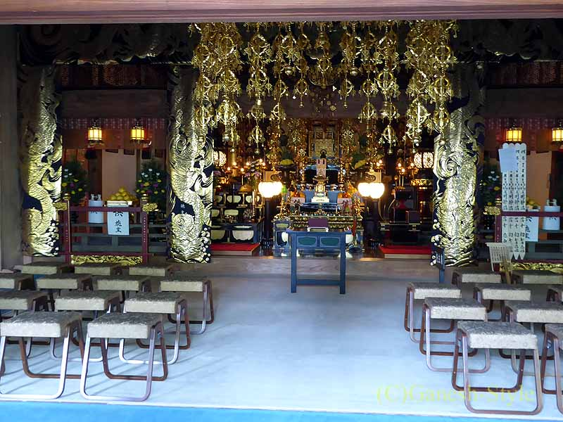 埼玉県川口安行にある桜で有名な古刹、密蔵院の本堂内部