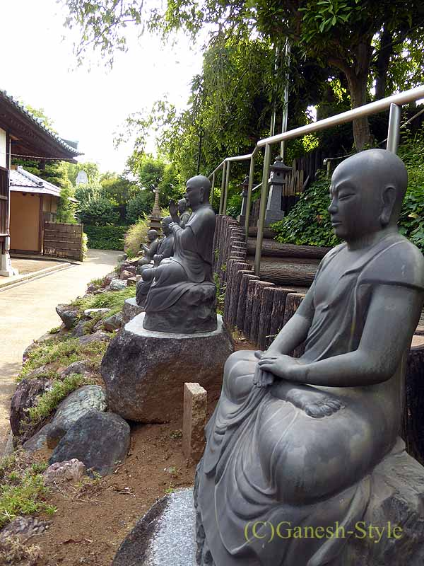 埼玉県川口安行にある桜で有名な古刹、密蔵院の十六羅漢像