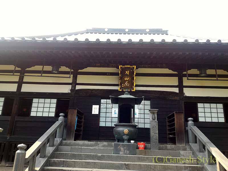 埼玉県川口安行にある桜で有名な古刹、密蔵院の本堂概観