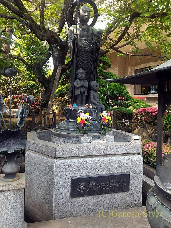 埼玉県川口安行にある桜で有名な古刹、密蔵院の水かけ地蔵尊