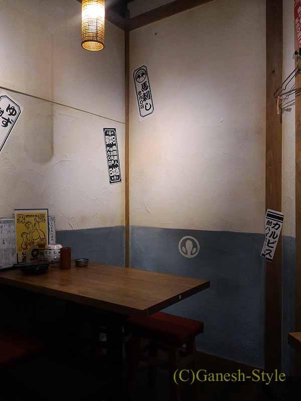 東京・大塚にあるうなぎ料理居酒屋「大塚 う福」の店内