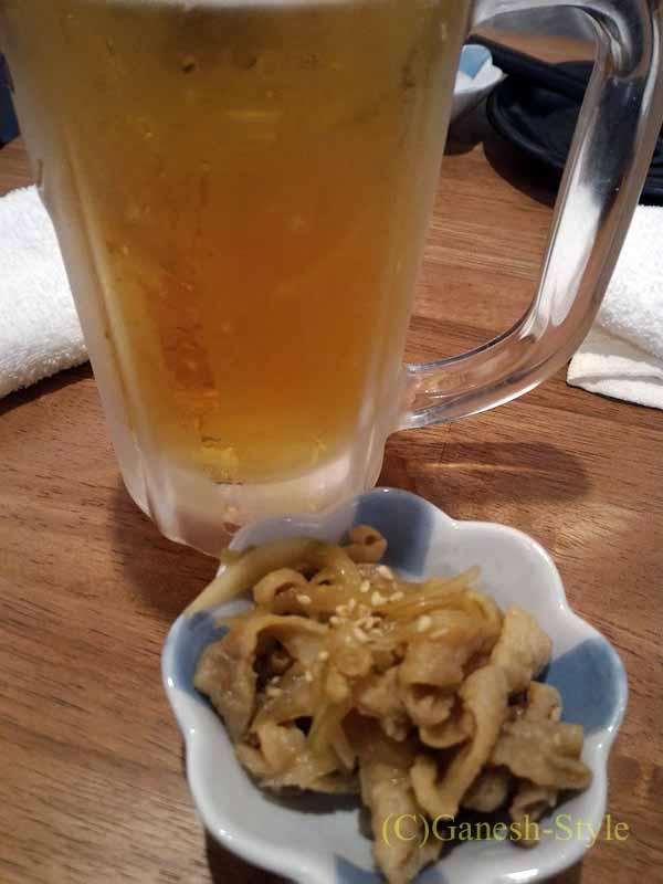 東京・大塚にあるうなぎ料理居酒屋「大塚 う福」のビールとお通し