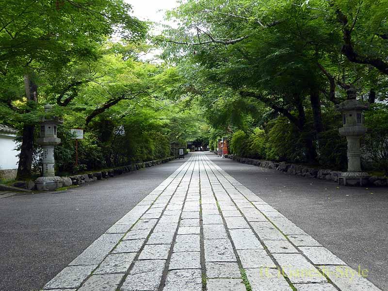 滋賀県大津市にある真言宗大本山の名刹、石山寺の参道