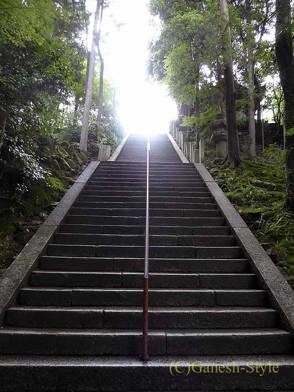 滋賀県大津市にある真言宗大本山の名刹、石山寺の本堂の石段