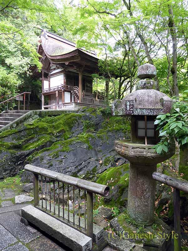 滋賀県大津市にある真言宗大本山の名刹、石山寺の観音堂