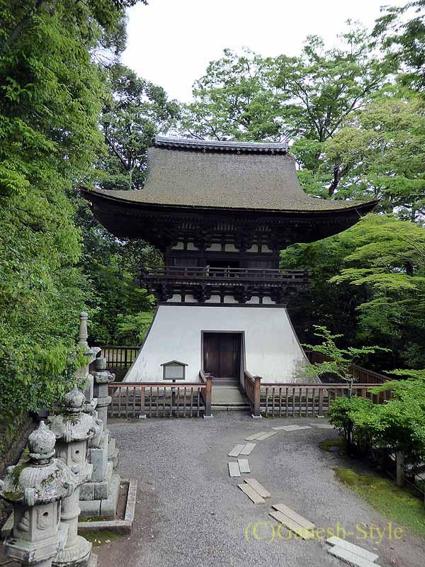 滋賀県大津市にある真言宗大本山の名刹、石山寺の鐘楼