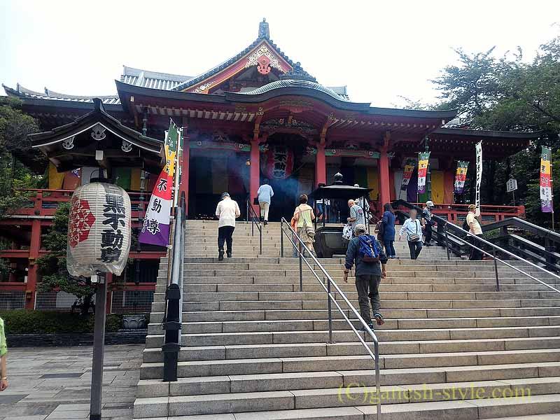 東京目黒にある病気平癒に霊験あらたかな目黒不動尊の本堂概観