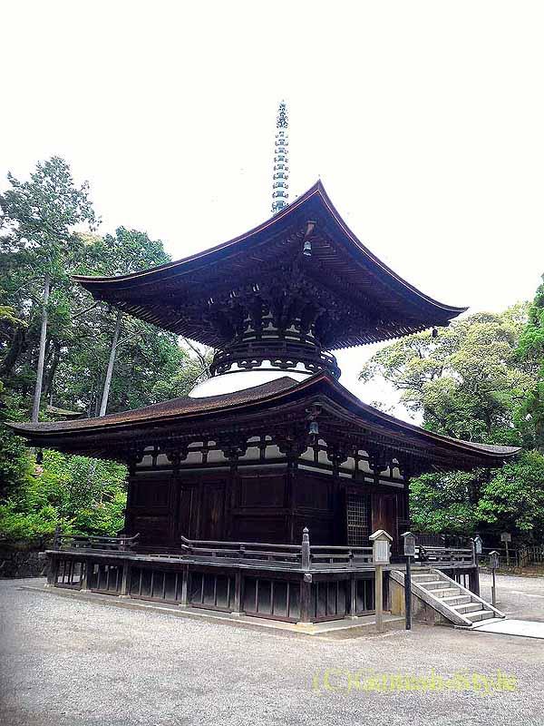 滋賀県大津市にある真言宗大本山の名刹、石山寺の多宝塔概観