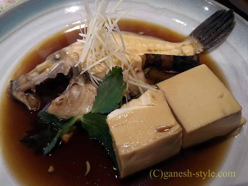 和歌山市内中心部にある海鮮居酒屋、いろは劇場のカワハギの煮つけ