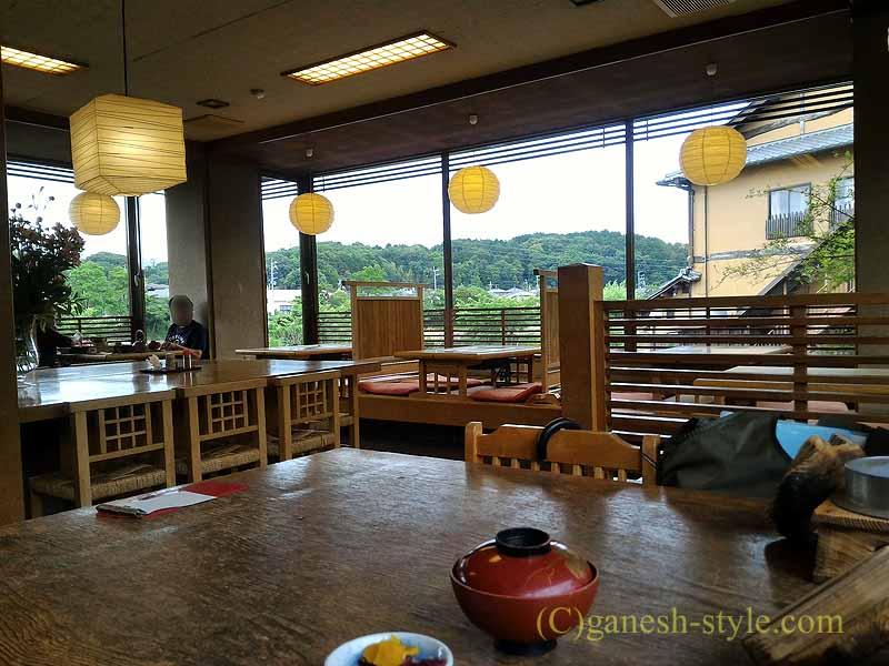 滋賀県大津市の瀬田川のしじみや魚料理の店、石柳の店内