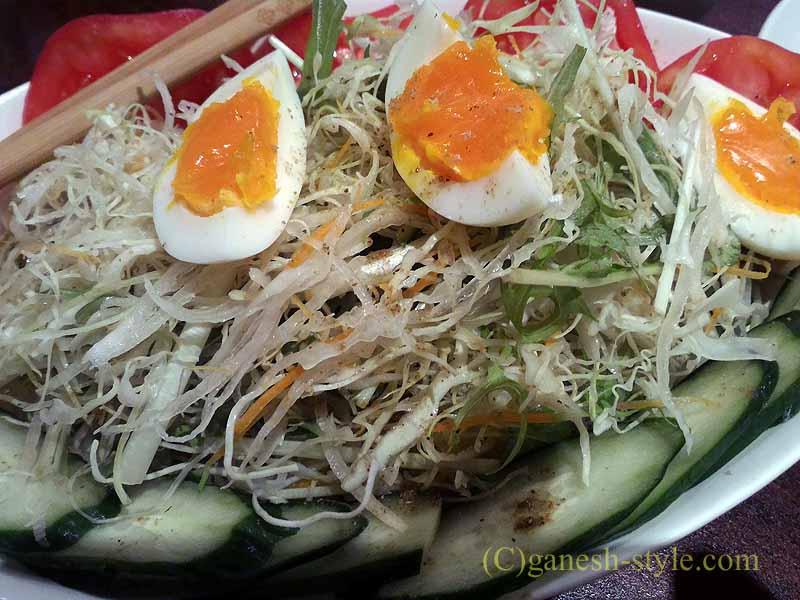 東京でも珍しいチベット料理レストラン、タシデレのミックスベジタブルサラダ